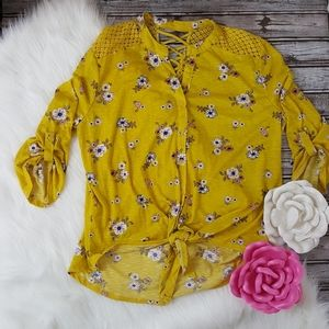 No Boundaries yellow collar button up size 21